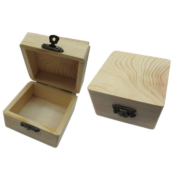 Ξύλινο αλουστράριστο τετράγωνο κουτάκι