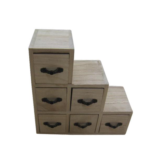 Μικρή ξύλινη αλουστράριστη συρταριέρα με σκαλοπάτια