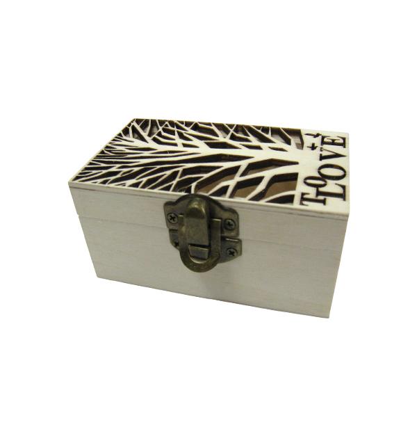 Ξύλινο αλουστράριστο κουτί με σκαλιστό δέντρο