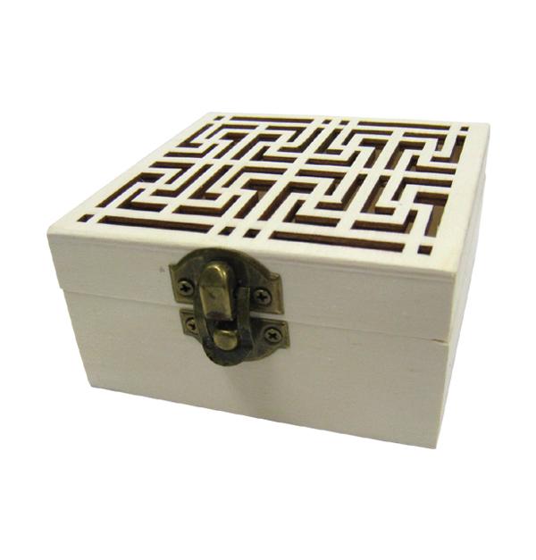 Ξύλινο τετράγωνο αλουστράριστο κουτί σκαλιστό με γεωμετρικά σχήματα