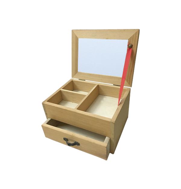 Αλουστράριστη ξύλινη μπιζουτιέρα