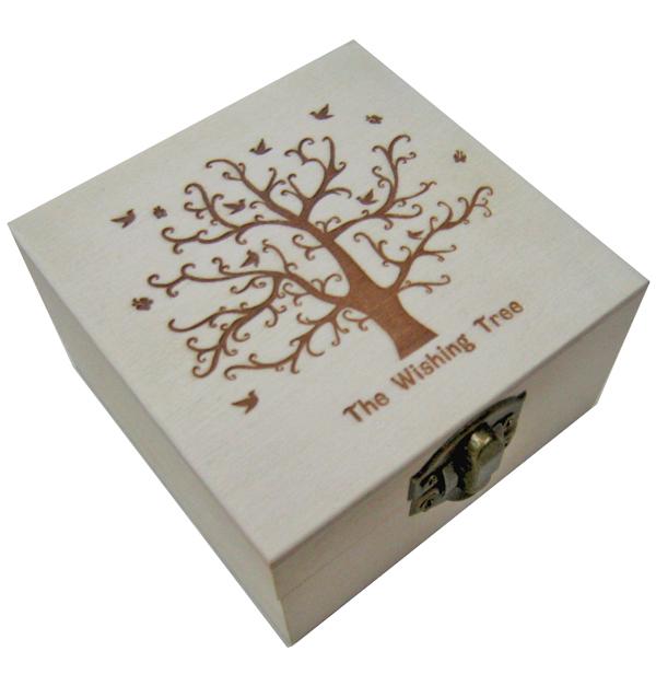 Ξύλινο αλουστράριστο τετράγωνο κουτί με πυρογραφία