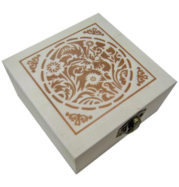 Ξύλινο αλουστράριστο τετράγωνο κουτί με διακοσμητική πυρογραφία