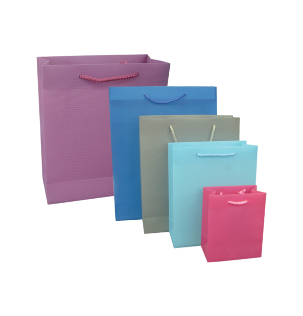 Πλαστική μονόχρωμη σακούλα τσάντα δώρου 45x32cm