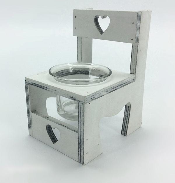 Κηροπήγιο με ξύλινη βάση καρέκλα